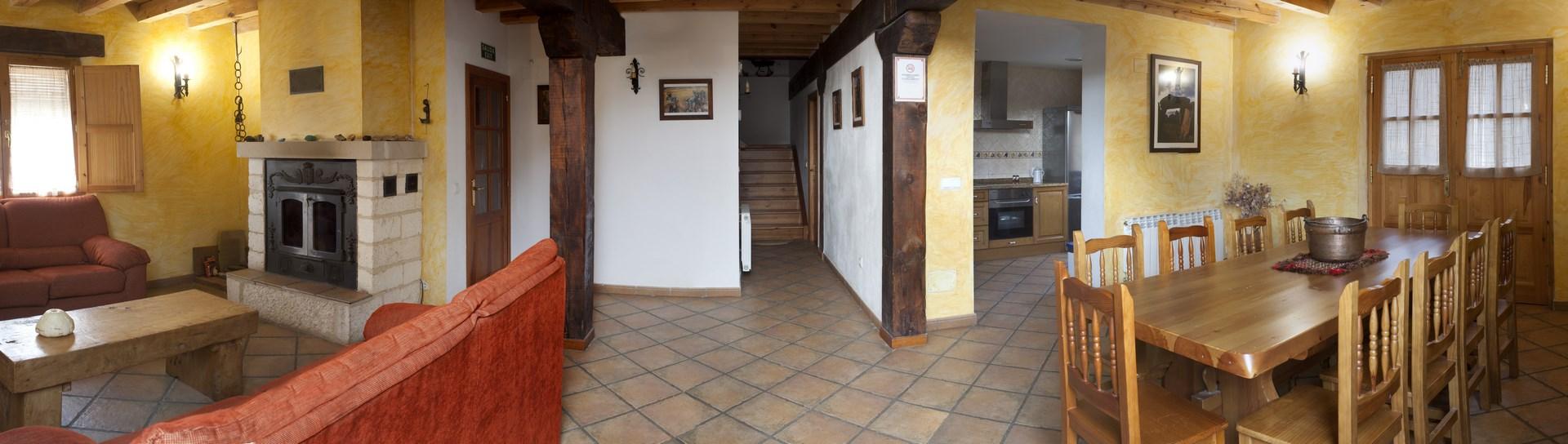 Salon comedor casa rural Roblejimeno